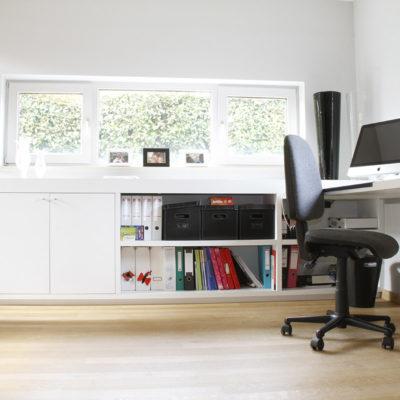ontwerp bureau met meubels op maat.